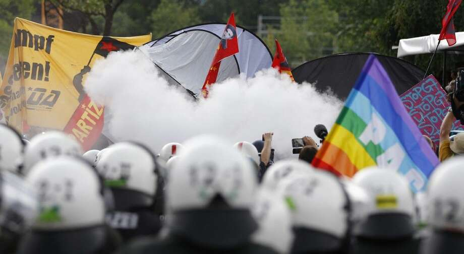 Smoke hangs over demonstrators and police during a protest in Garmisch-Partenkirchen, southern Germany, Saturday. Photo: Matthias Schrader