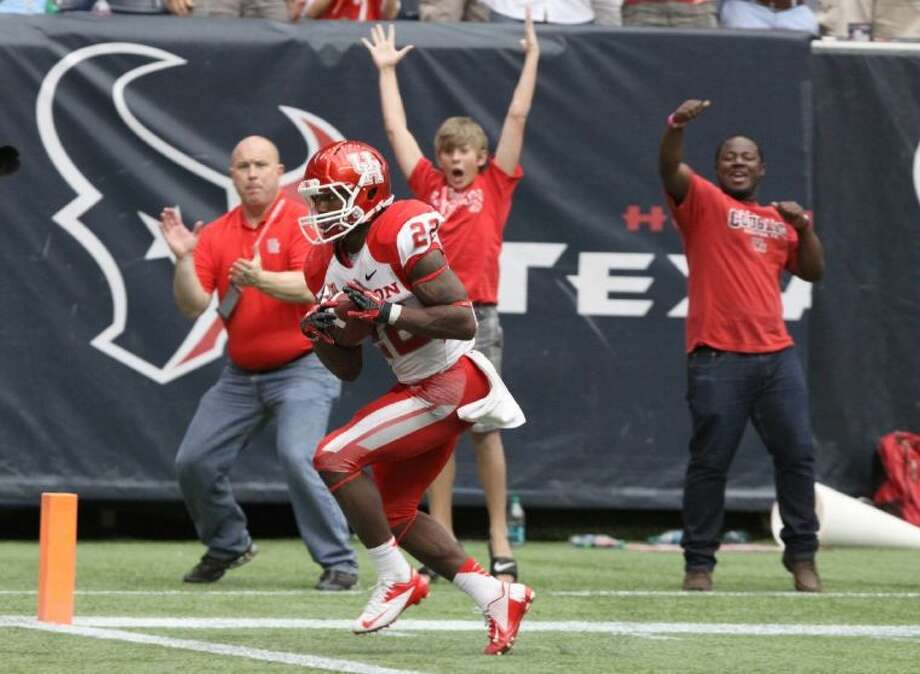 Houston's Ryan Jackson (Angleton) catches a wide-open touchdown pass against Rice during the Cougars' 31-26 Bayou Bucket victory Sept. 21 at Reliant Stadium in Houston. Visit www.HCNpics.com for more photos. Photo: Alan Warren