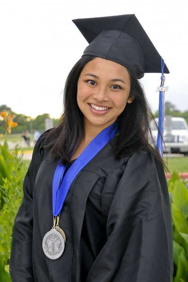 Clear Horizons Early College High School and San Jacinto College student Emma Tran graduates with her associate degree three weeks before getting her high school diploma. Tran is also a recipient of a Gates Millennium Scholarship from the Bill & Melinda Gates Foundation. Tran will continue her education at Tulane University in New Orleans. Photo credit: Andrea Vasquez, San Jacinto College marketing department.