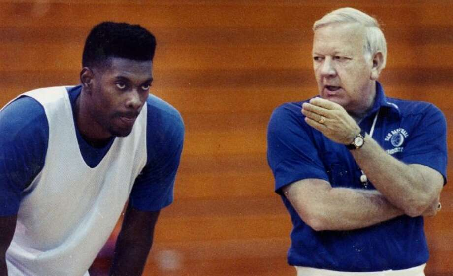 In this undated photo provided June 30, 2014, by the San Angelo Standard-Times, Angelo State University head basketball coach Ed Messbarger, right, talks to player Darrell Roberts during a practice. Messbarger, who won 630 games in a 41-year college coaching career spent mostly at St. Mary's and Angelo State in Texas, has died, Monday, June 30, 2014. He was 81. Photo: MBR
