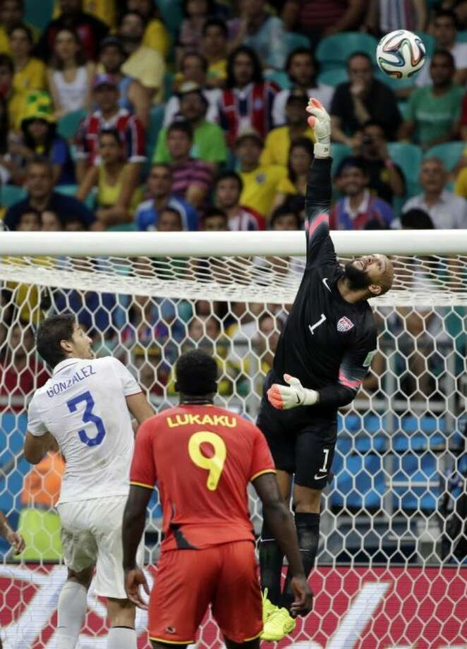 U.S. goalkeeper Tim Howard set a World Cup record with 16 saves, but the Americans were eliminated by Belguim 2-1 in extra time on Tuesday. Photo: Felipe Dana
