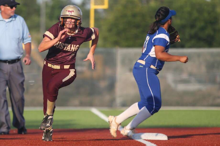 Magnolia West's Lauren Corley (6) rounds third base during a regional quarterfinal game against Barbers Hill. Photo: Michael Minasi