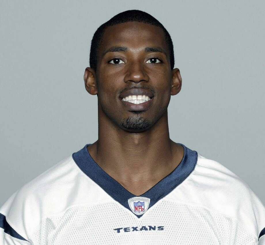 This 2003 image provided by the NFL shows Houston Texans NFL football player JaJuan Dawson. A body recovered from a Dallas-area lake is believed to be an ex-Houston Texans receiver who fell from an inflatable tube being towed by a boat. The Collin County Sheriff's Office said Tuesday, July 14, 2015, that the body is believed to be 37-year-old JaJuan Dawson of Murphy. Photo: NFL