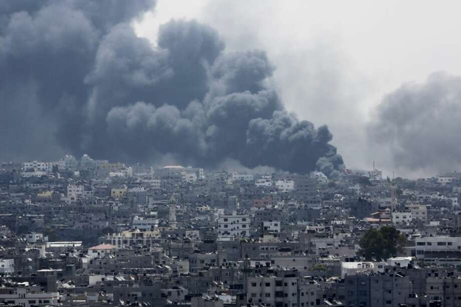 Smoke rises after an Israeli missile hit Shijaiyah neighborhood in Gaza City, northern Gaza Strip, Sunday, July 20, 2014. Hundreds of panicked residents have fled the neighborhood which they say has come under heavy tank fire from Israeli forces. Some reported seeing dead and wounded in the streets, with ambulances unable to reach the area. Israel widened its ground offensive early Sunday, sending more troops into the Hamas-ruled territory to destroy tunnels used by the Islamic militants to try to sneak into Israel. Photo: Adel Hana