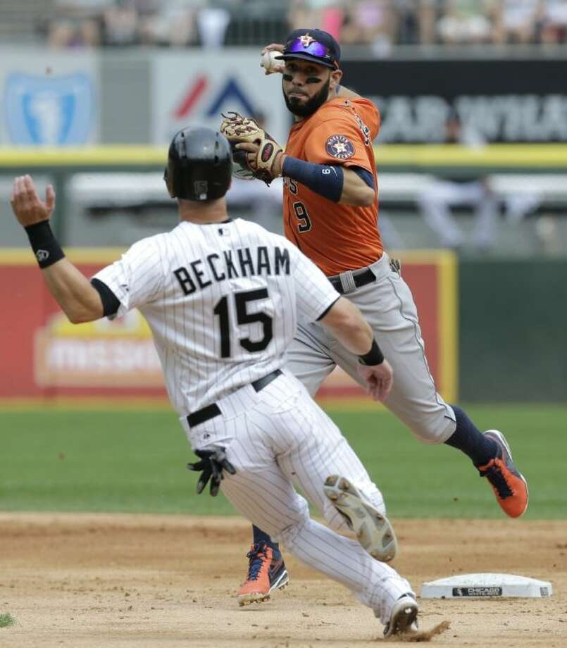 Astros shortstop Marwin Gonzales, right, retires Gordon Beckham before completing the double play in an 11-7 win over the White Sox. Photo: Nam Y. Huh