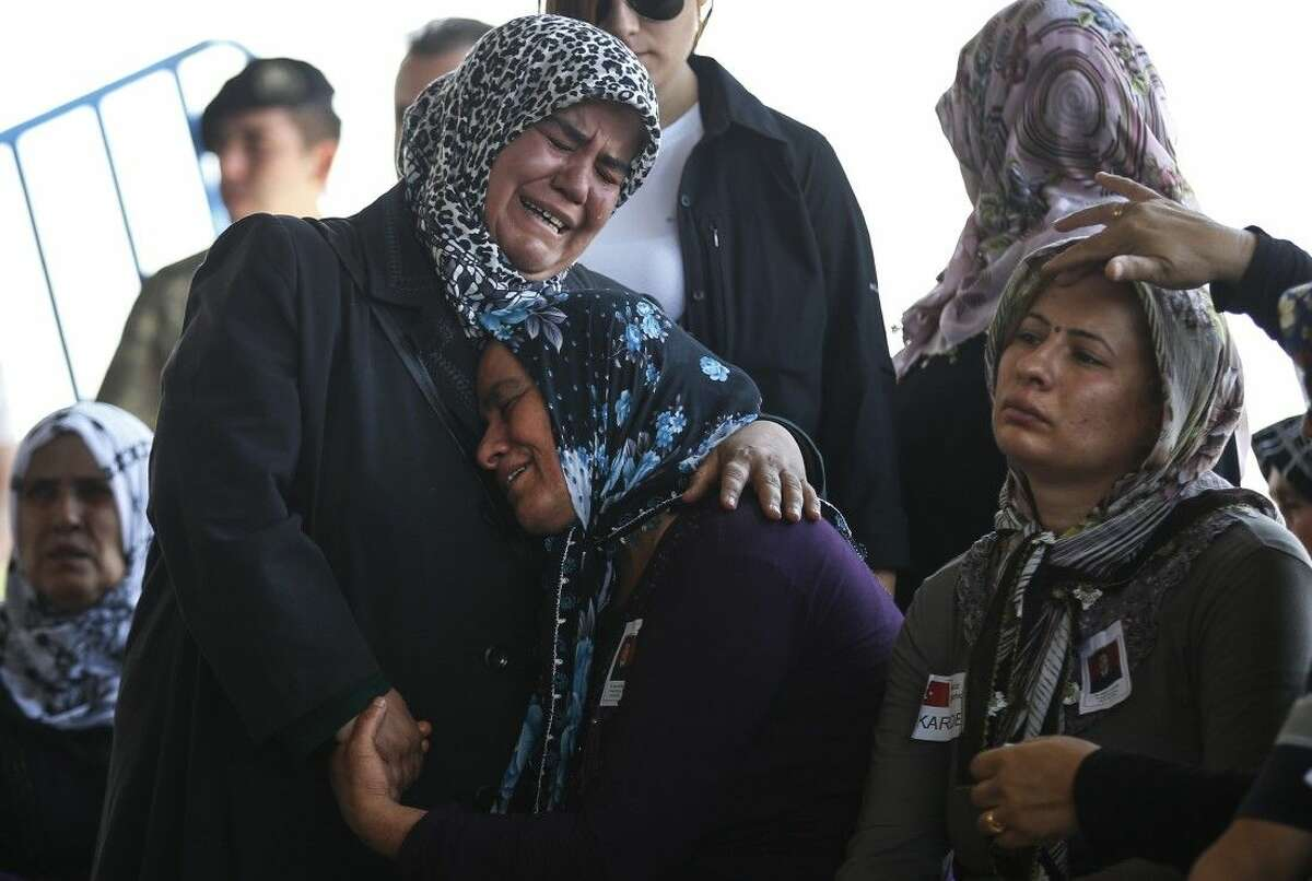 Relatives of slain soldier Mehmet Yalcin Nane, killed Thursday by IS militants when they attacked a Turkish military outpost at the border with Syria, cry during his funeral in the town of Gaziantep, southeastern Turkey, Friday.