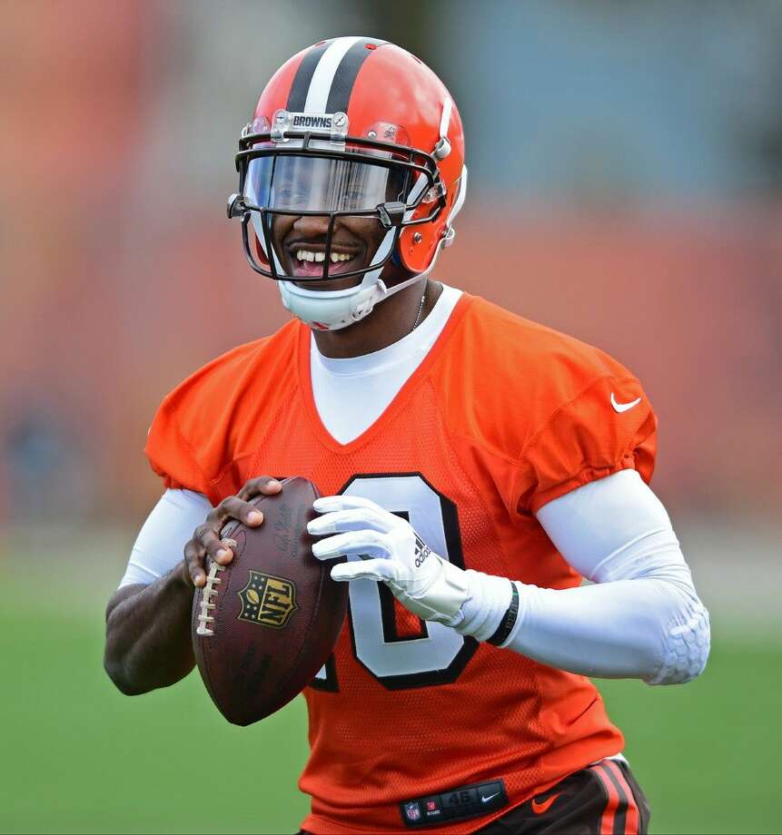 Cleveland Browns  Robert Griffin III smiles during practice at the NFL  football team s minicamp in 47a7d6a44
