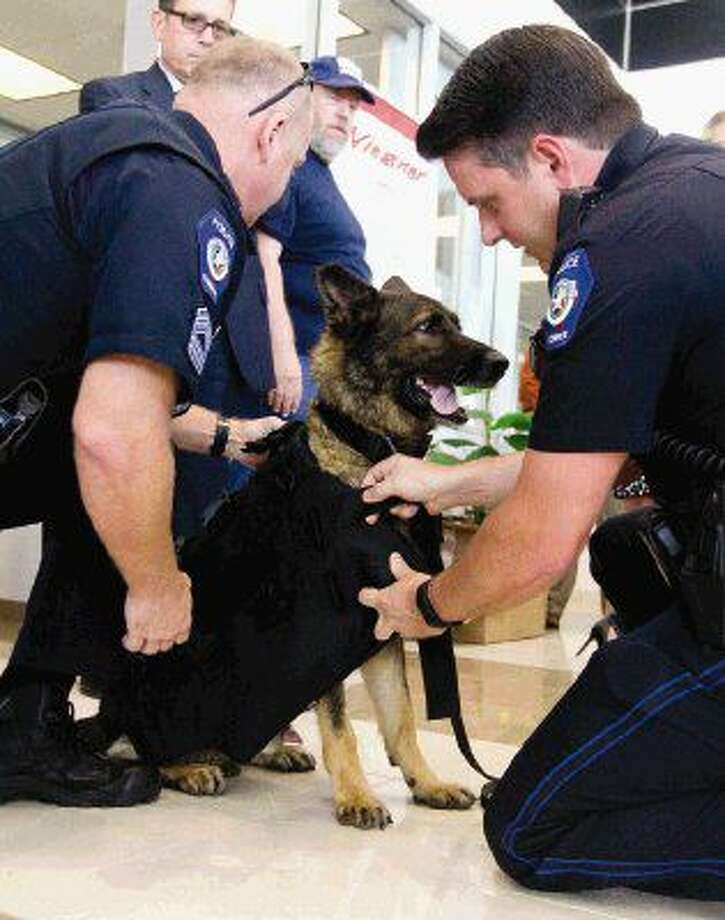 Community Donates New Vest To Cpd K 9 The Courier