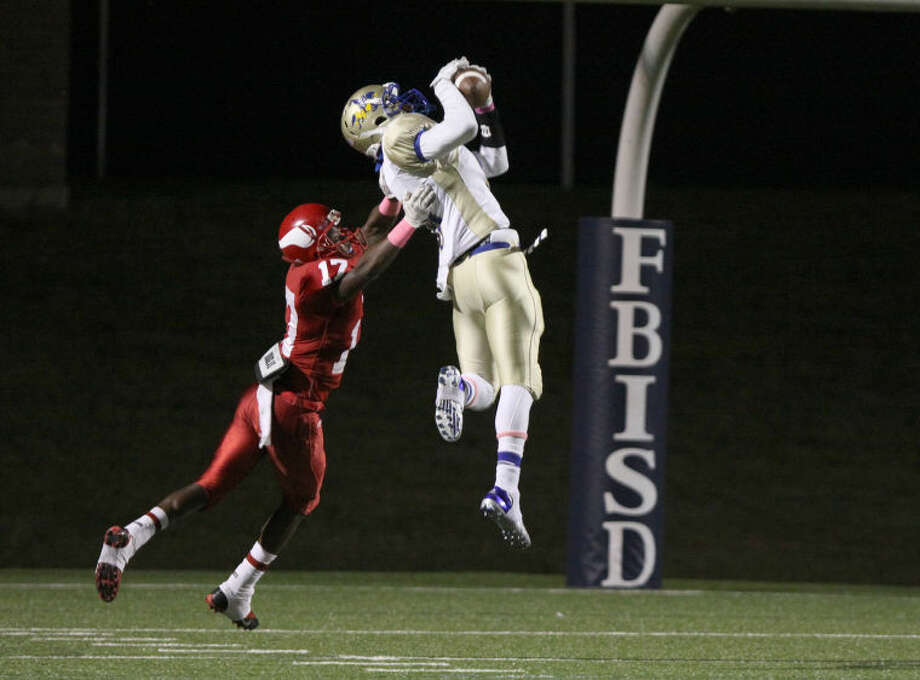 Elkins' Darrion Ardoin makes touchdown catch against Dulles' Darius Walton Oct. 10 at Mercer Stadium in Sugar Land. The Knights won 44-21 to improve to 3-0 in District 23-5A. To view or purchase this photo and others like it, go to HCNPics.com. Photo: Photo By Alan Warren