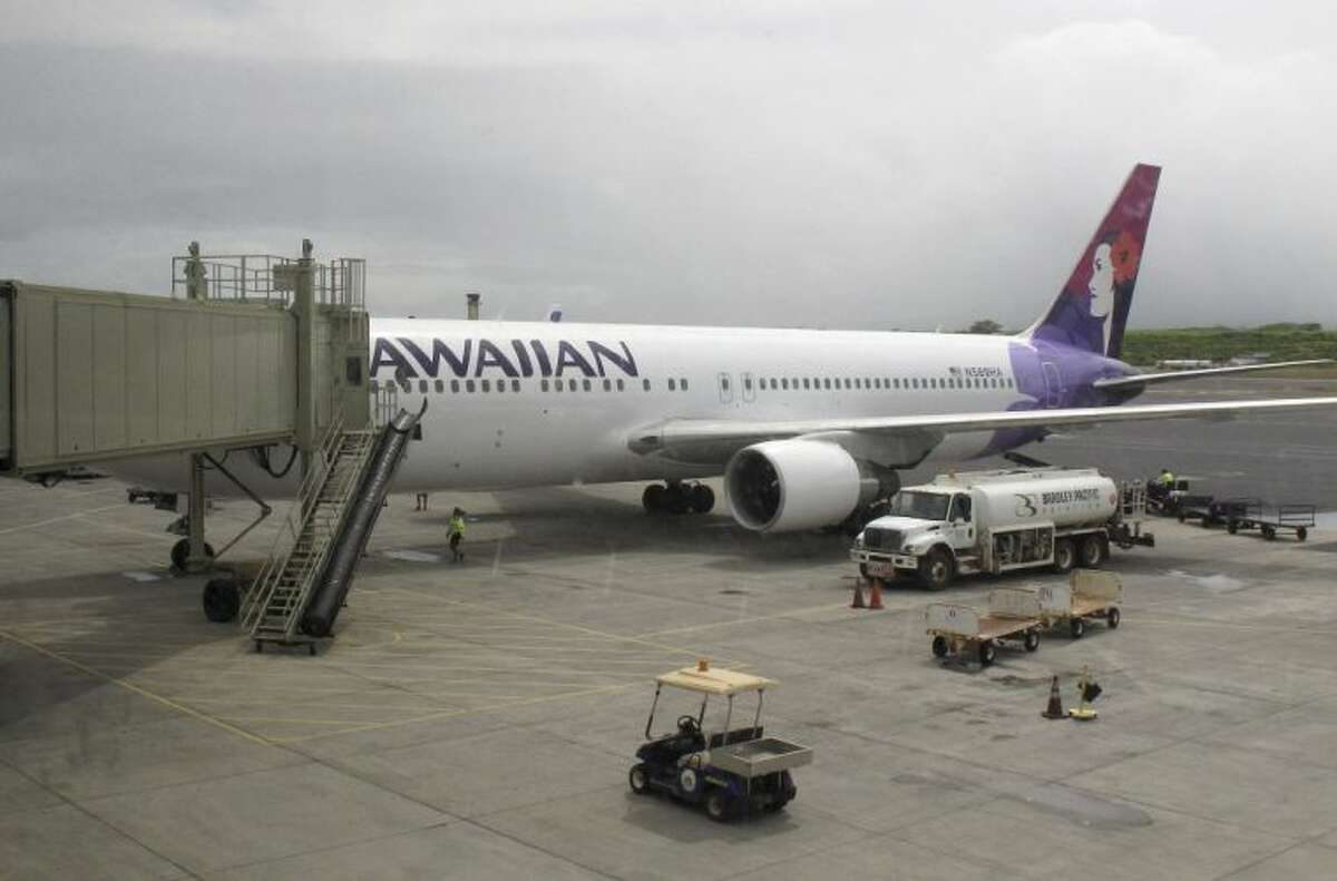 Hawaiian Airlines Passengers kicked off: 77