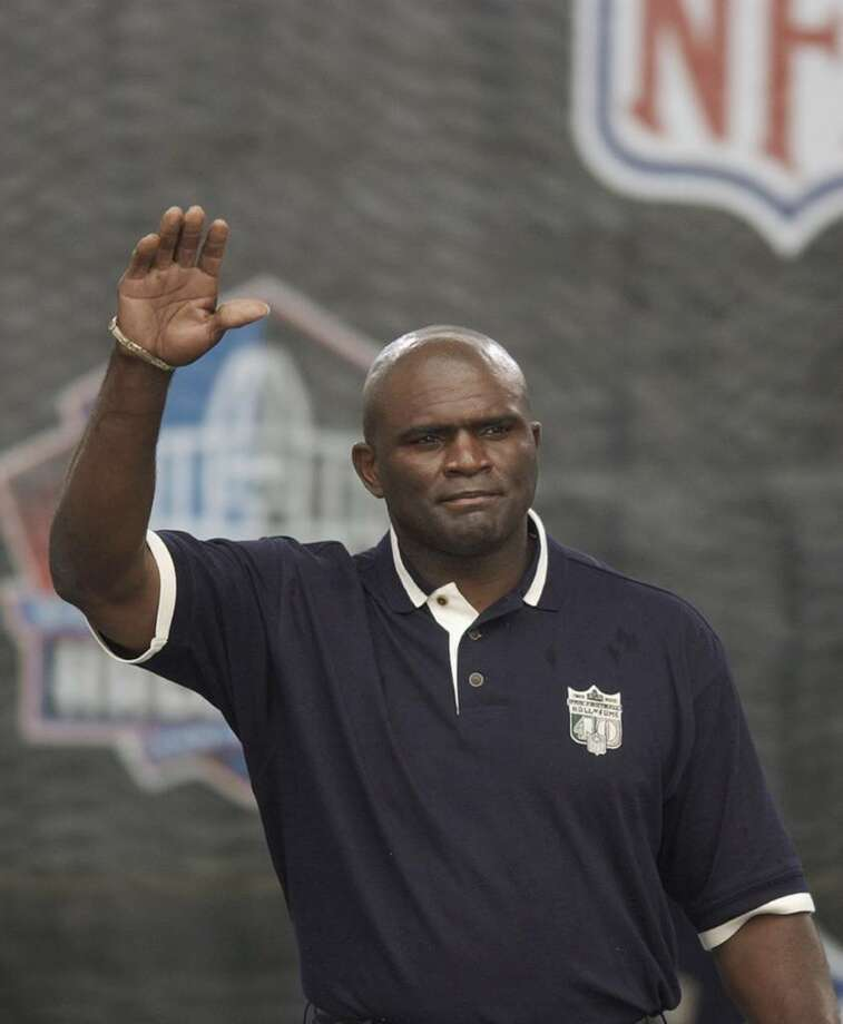 CANTON, OH - AUGUST 3:  Pro Football Hall of Famer (Class of 1999) Lawrence Taylor waves as he is introduced during the 2003 NFL Hall of Fame Induction ceremony on August 3, 2003 in Canton, Ohio.  (Photo by David Maxwell/Getty Images) Photo: David Maxwell, Getty Images / 2003 Getty Images