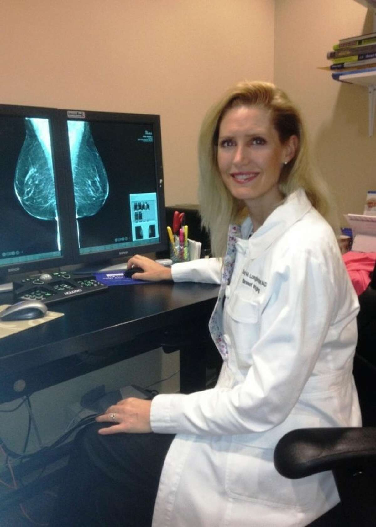 Dr. Sonja Longbotham reads a breast tomosynthesis image.