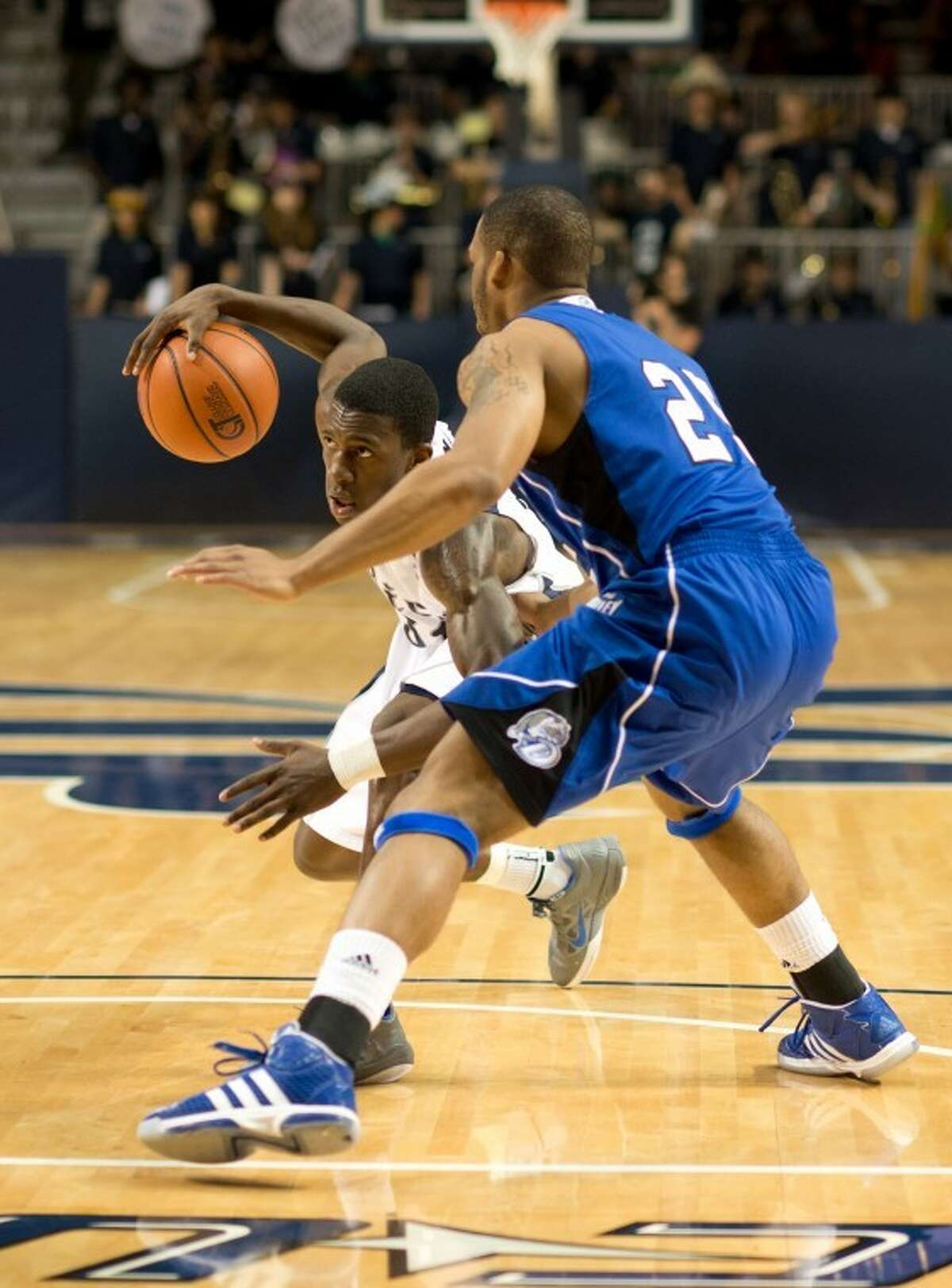 Dylan Ennis amassed 17 points, six assists, six rebounds and two blocks to lead Rice to a 74-68 victory against Drake in the second round of the CIT on Saturday at Tudor Fieldhouse.