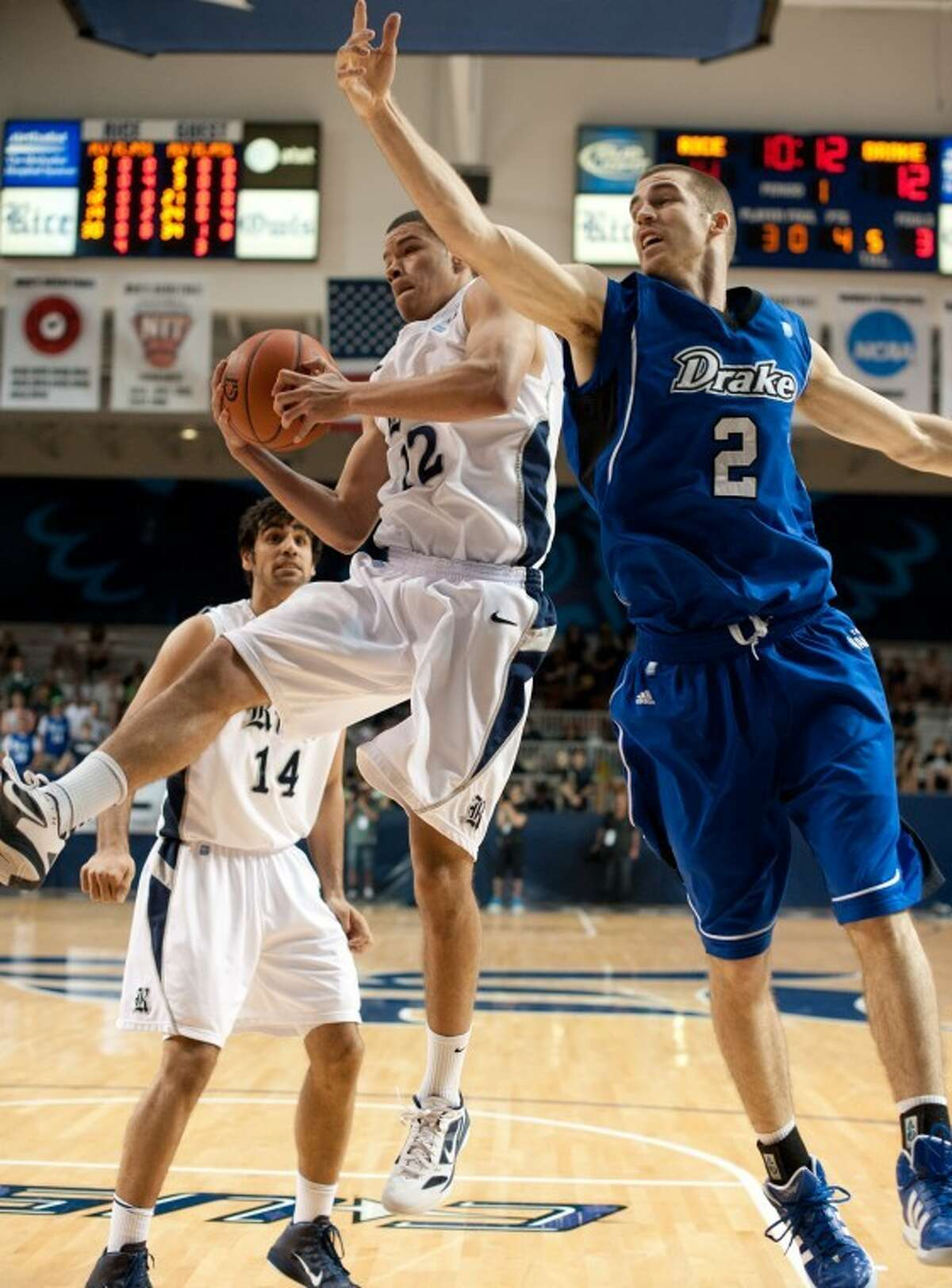 Jarelle Reischel (12) scored 10 points and Arsalan Kazemi (14) recorded 11 points and 13 rebounds to lead Rice past Drake and into the CIT quarterfinals. The Owls play at Oakland University at 6 p.m. Tuesday.