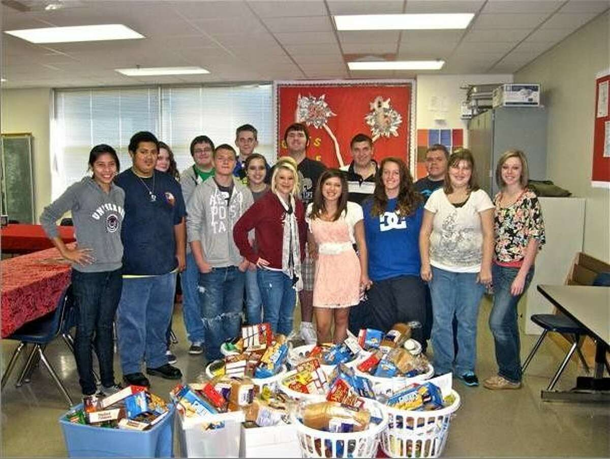 Splendora High School students from Interact recently organized a Thanksgiving dinner food drive.