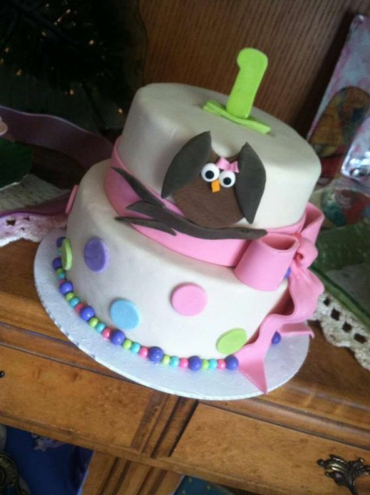 Angie Sweeten made this owl-inspired birthday cake for one lucky little child.