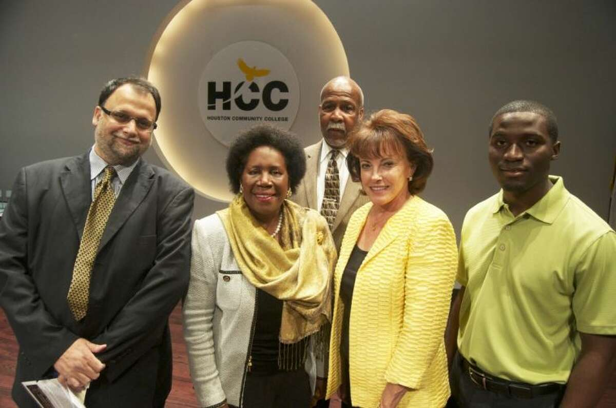 Congresswoman Sheila Jackson Lee, center, is joined by, from left, Syed Hashimi, president of Global Energy Avenue Holdings; Alex Prince, HCC Southwest Director of Facilities; Maya Durnova, HCC Chief Entrepreneurial Initiative Officer; and Wisdom Muofhe, former president of HCC Southwest's student body, who currently works in Student Life.