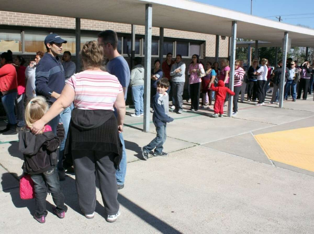 A group of parents lined up at Carleston Elementary School Wednesday (Jan. 18) for early pickup after a search by the Pearland Police Department uncovered no evidence to back up reports of unauthorized access at the campus.