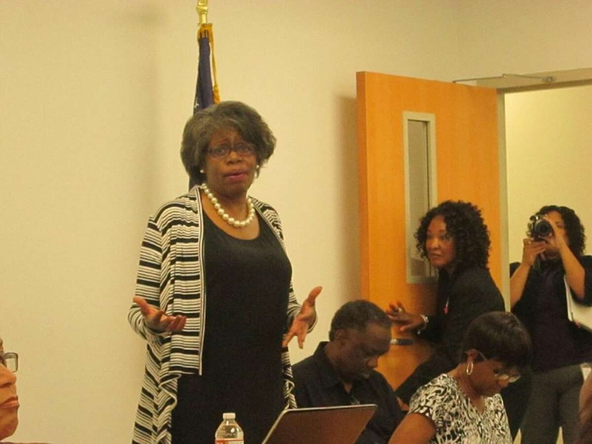 Roberta Burroughs of Burroughs & Associates discusses the Houston Galveston Regional Plan for Sustainable Development with a group of local residents on April 24 at the Fort Bend County Annex in Missouri City.