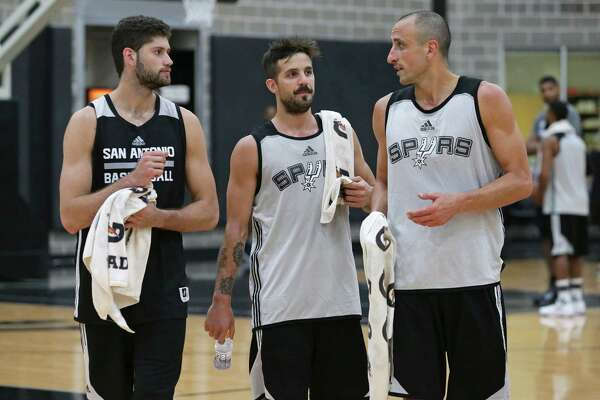 Manu Ginobili keeps the attention of fellow Argentinians Patricio Garino (left) and Nicolás Laprovittola as the Spurs practice on Sept. 28, 2016.