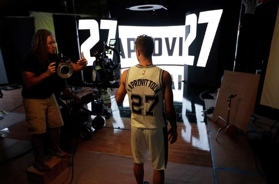 Nicolás Laprovittola participates in Spurs media day on Sept. 26, 2016, in San Antonio. Photo: Eric Gay /Associated Press / AP