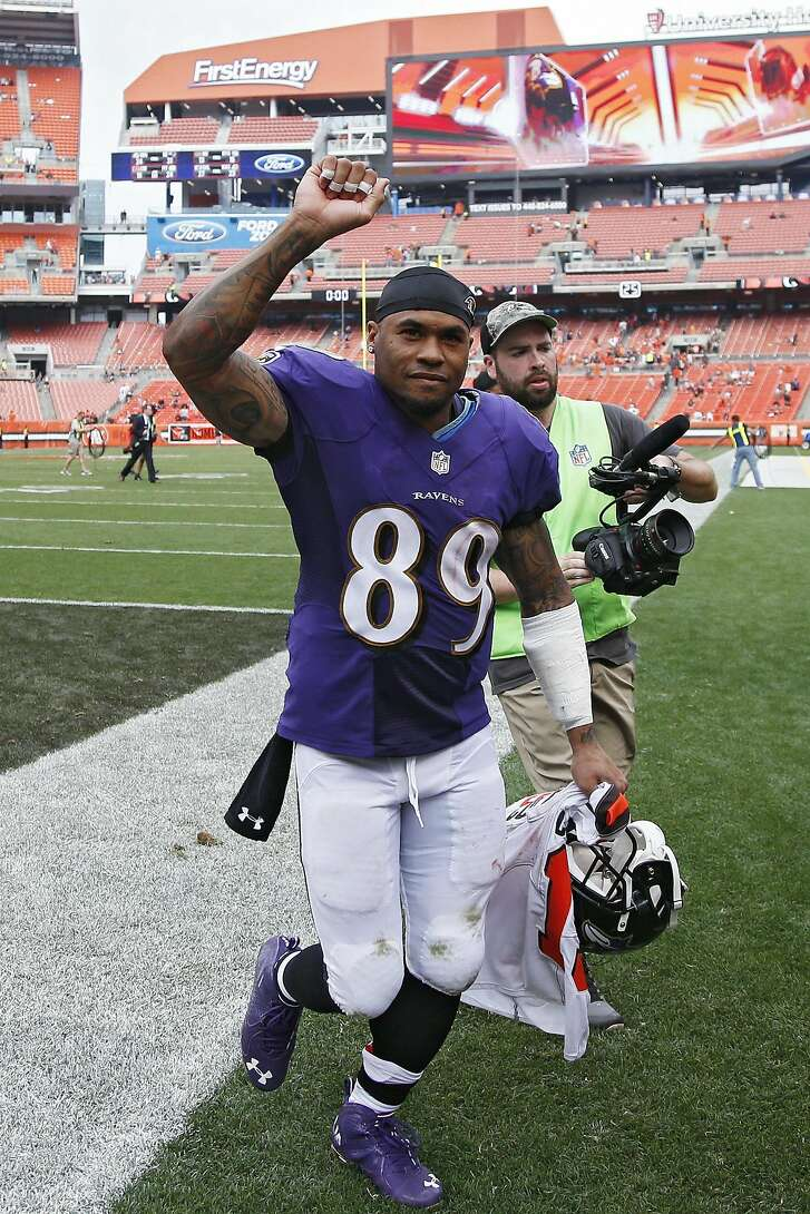 CLEVELAND, OH - SEPTEMBER 18: Steve Smith Sr. #89 of the Baltimore Ravens celebrates as he leaves the field after the game against the Cleveland Browns at FirstEnergy Stadium on September 18, 2016 in Cleveland, Ohio. The Ravens defeated the Browns 25-20. (Photo by Joe Robbins/Getty Images)