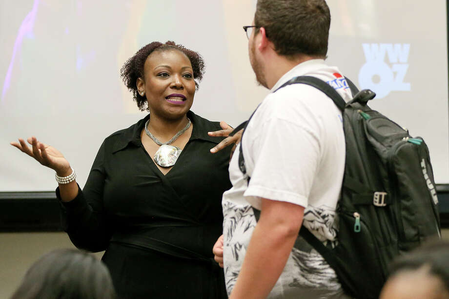 "UTSA professor Kinitra Brooks greets a student before the start of her Beyoncé-themed course called ""Black Women, Beyoncé & Popular Culture"" which is making headlines around the world and on the web. Photo: Marvin Pfeiffer / For The Express-News / Express-News 2016"