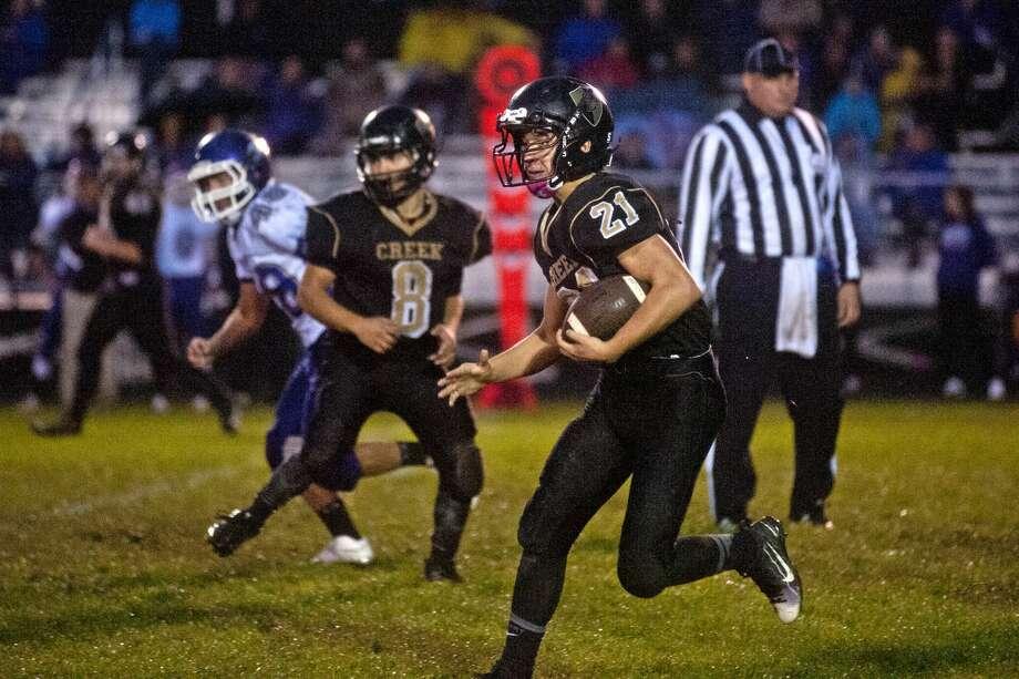 Bullock Creek's Travis Radosa runs the ball on Friday at Bullock Creek High School. Photo: Erin Kirkland/Midland Daily News