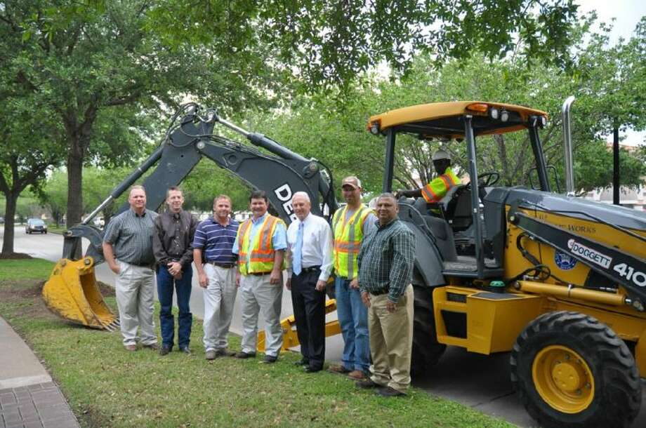 Pictured (L-R) are Assistant Water Utilities Director Howard Christian, Project Manager Mike Wilkinson, Construction Services Manager Jimmy Vandever, Streets and Drainage Superintendent Henry Vavrecka, Mayor James Thompson, General Maintenance Worker II Sheldon Schlebach, Field Operations Manager Joe Reyes and Crew Chief Tony Perkins.