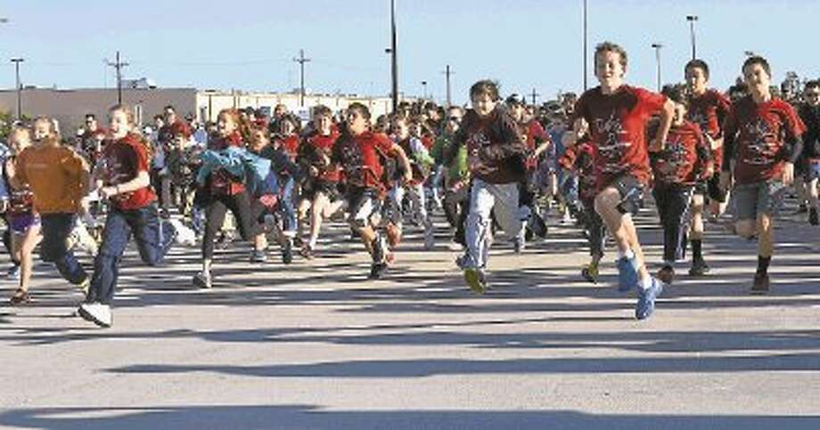 Hundreds of David Elementary students, parents and friends got up early Saturday morning for David's Dream Run to raise money for Texas Children's Hospital's David Center. / @WireImgId=2626093