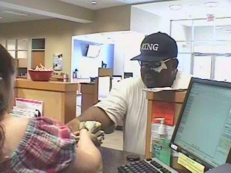 Bank robber hides left eye