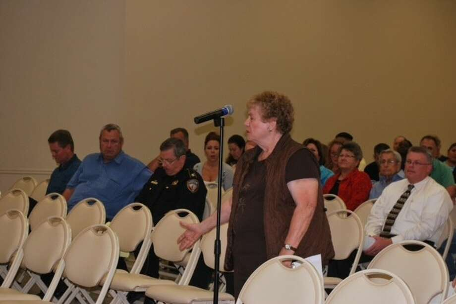 Diane Zavala speaks her mind at a recent public hearing about game room regulations. Photo: Anthony Turner