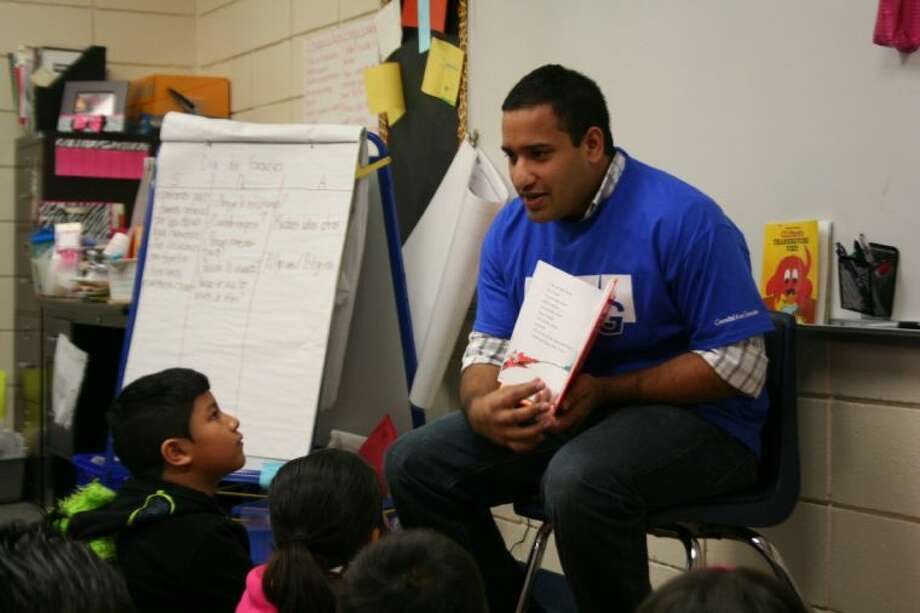 Tim Aickareth reads Dr. Suess' Green Eggs and Ham to second graders at North Belt Elementary. Photo: Nate Brown