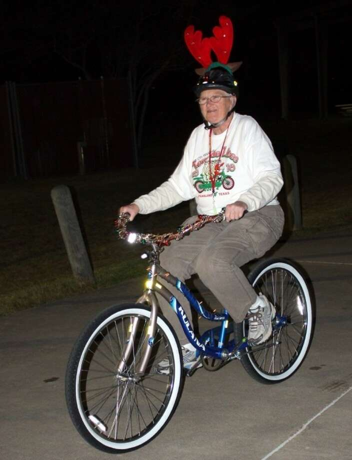 The Tour de Lites Family Bicycle Ride is scheduled for Saturday, Dec. 14. Organized and sponsored by Keep Pearland Beautiful, the festive family-friendly ride features a tour of the Green Tee Subdivision holiday lights. Photo: KRISTI NIX