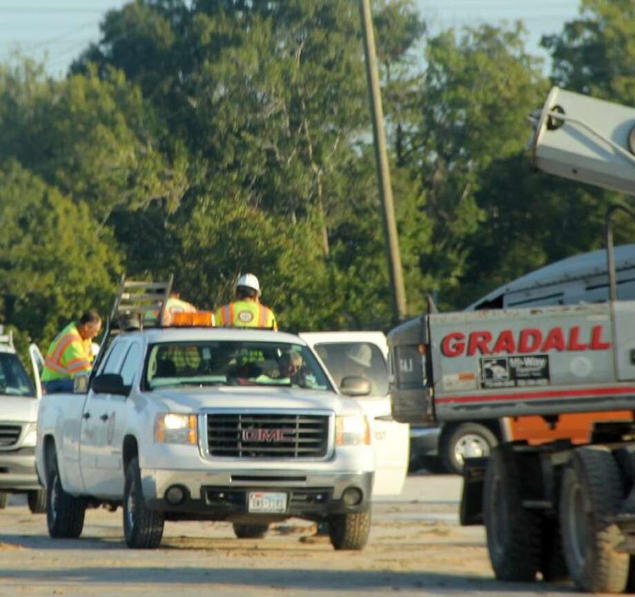 Officials from the Occupational Safety and Health Administration (OSHA) confirmed Friday (Nov. 15) an investigation has been launched into a Pearland road construction accident that recently sent two workers to the hospital. Photo: KRISTI NIX