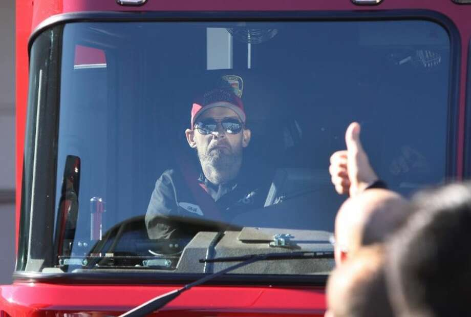 Houston Fire Department's Capt. Bill Dowling gets a thumbs up as he is released from Memorial Hermann Texas Trauma Institute. Photo: Alan Warren