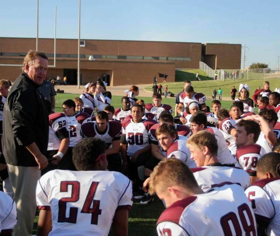 Pearland head coach Tony Heath talks to his team after its 21-13 win over Houston Lamar last Friday at Mercer Stadium in Sugar Land. Photo: KAR HLAVA
