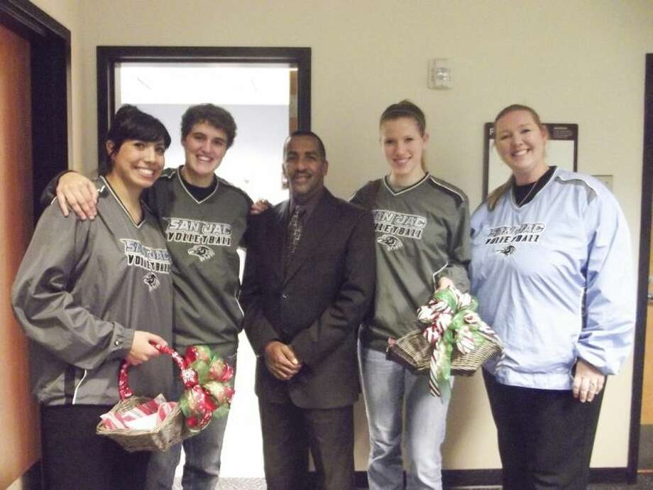 Pictured (from left to right) are San Jacinto College volleyball players, Emily Ellington and Ana Helena Ribeiro; Arthur Francis, veteran and coordinator with the Michael E. DeBakey VA Medical Center; Haley Dibbern, San Jacinto College volleyball player; and Sharon Nelson, San Jacinto College Volleyball Head Coach and Central Campus Athletic Director. Photo: SUBMITTED PHOTO