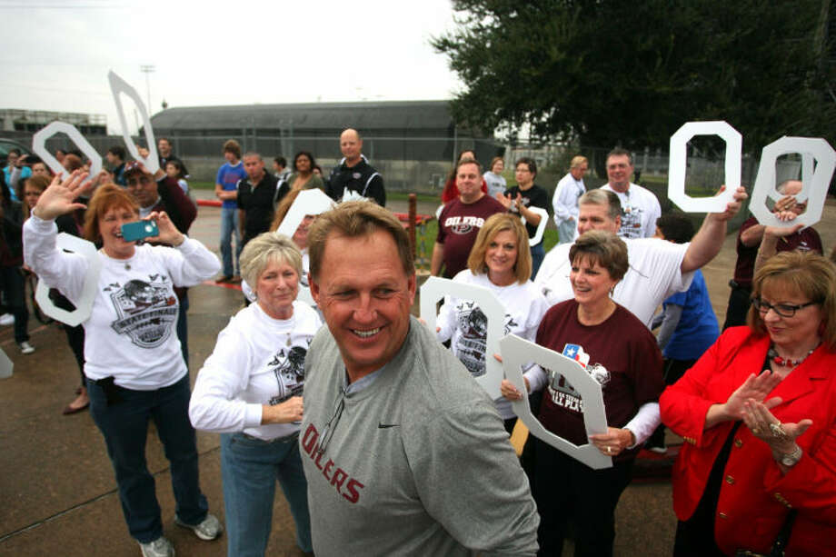 Pearland Oiler Head Coach Tony Heath thanks supporters who came out Friday morning as the team boarded buses and headed to Arlington. Photo: Kar B Hlava