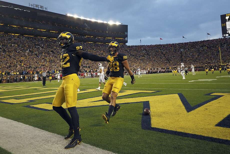 Michigan wide receiver Amara Darboh (82) celebrates his TD with tight end Jake Butt (88) in the fourth quarter vs. Wisconsin. Photo: Tony Ding, AP