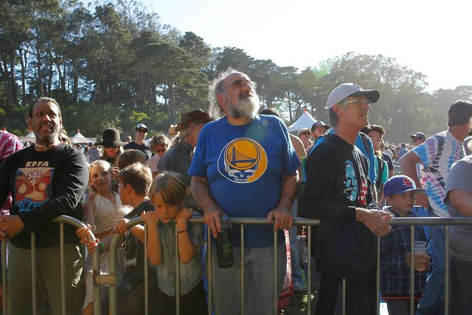 Festival goers wait for the Mother Hips' set during the 16th annual Hardly Strictly Bluegrass Music Festival at Golden Gate Park on Saturday, Oct. 1, 2016 in San Francisco, Calif. Photo: Gabriella Angotti-Jones, The Chronicle