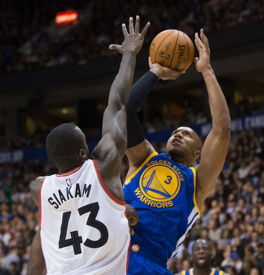 Golden State Warriors' David West, right, shoots over Toronto Raptors' Pascal Siakam during the first half of a preseason NBA basketball game in Vancouver, British Columbia, Saturday Oct. 1, 2016. (Darryl Dyck/The Canadian Press via AP) Photo: Darryl Dyck, Associated Press