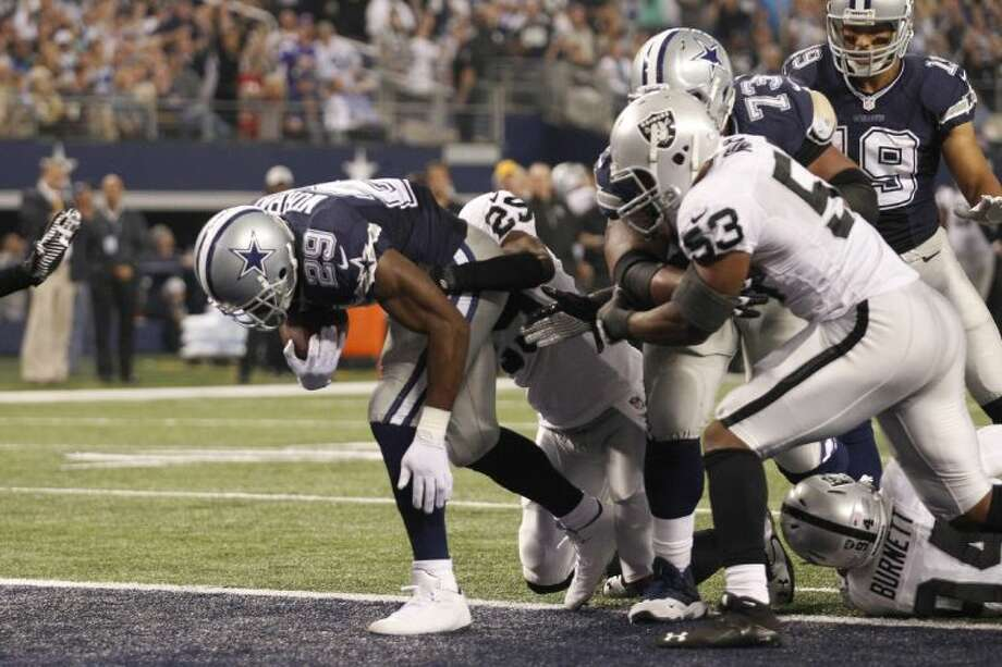 Dallas Cowboys running back DeMarco Murray scores a touchdown against the Oakland Raiders on Thursday in Arlington.