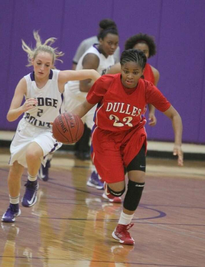 Dulles senior point guard Brittany Mbamalu led the Lady Vikings with 20.8 points and 9.9 rebounds this season. She will play for A&M-Corpus Christi next year. Photo: Alan Warren/HCN
