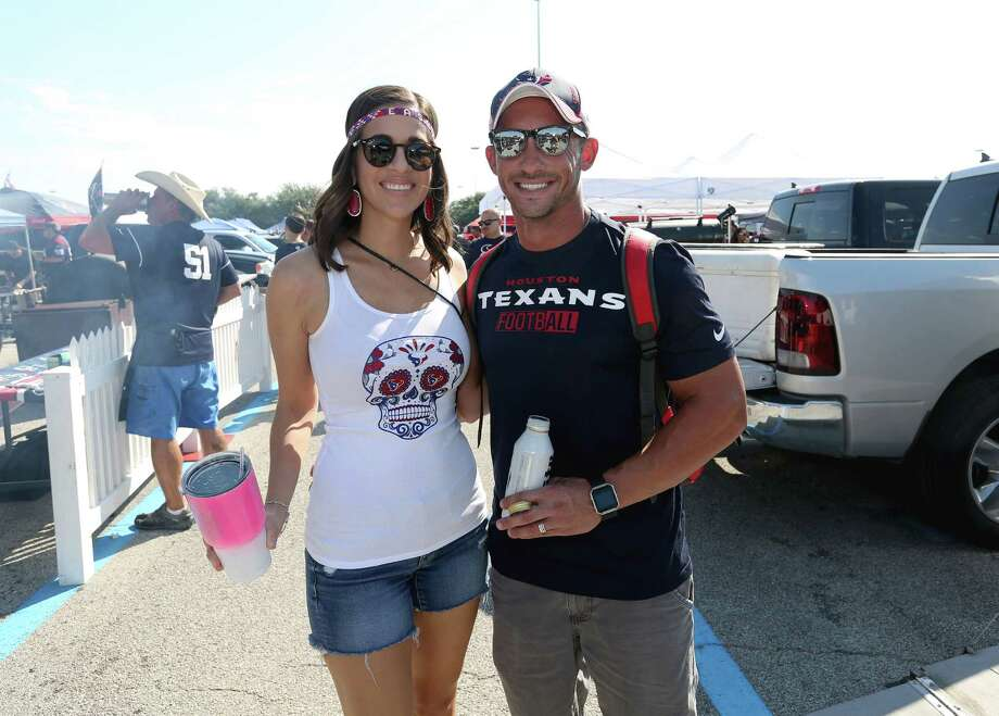 Houston Texans fans pose for a photo at the NRG Stadium parking lot before the team takes on Tennessee Titans Sunday, Oct. 2, 2016, in Houston. Photo: Yi-Chin Lee, Houston Chronicle / © 2016  Houston Chronicle