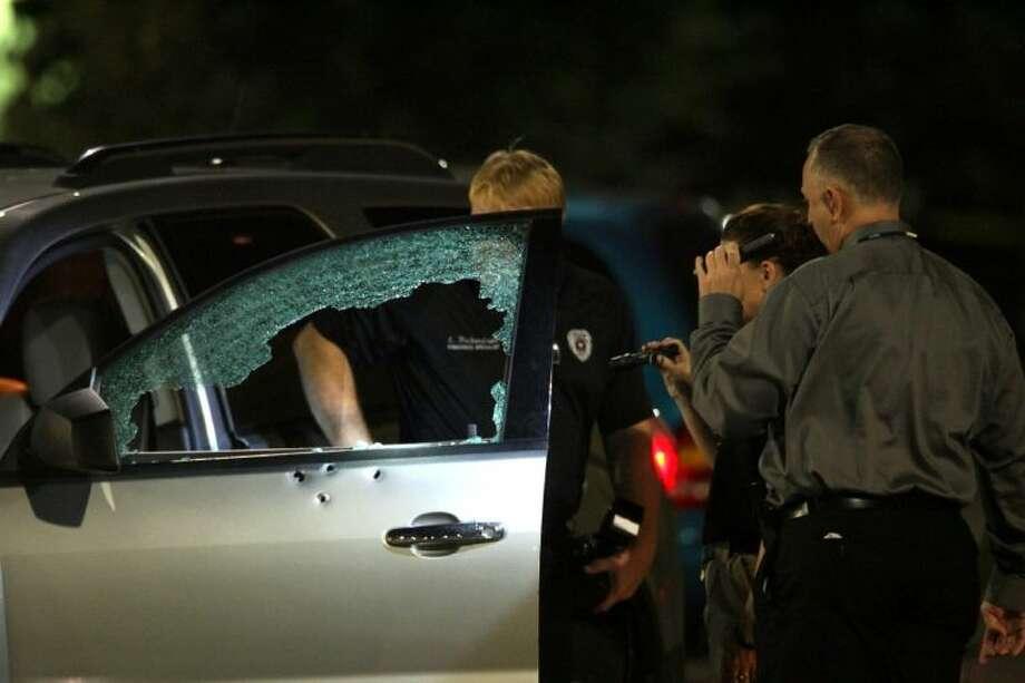 league city investigators look over the damaged vehicle photo kar b hlava