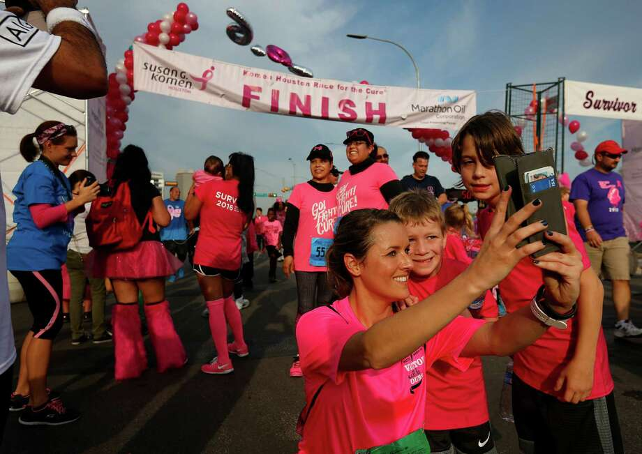 Thousands race today in Houston to cure breast cancer ...