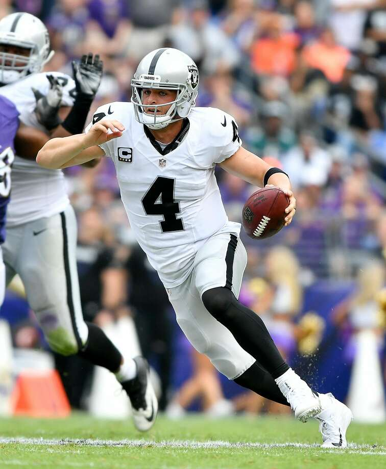 Derek Carr: High rating despite so-so passing yards. Photo: Larry French, Getty Images