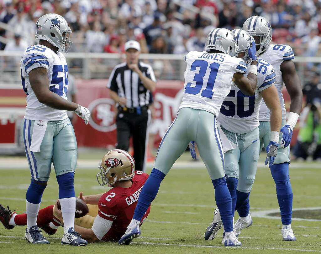 Twitter post shows Jerry Jones ting smacked in the head with