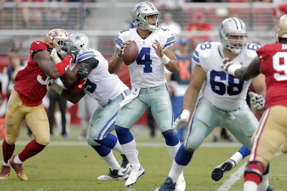 Dak Prescott (4) looks for an open receiver in the first half as the San Francisco 49ers played the Dallas Cowboys at Levi's Stadium in Santa Clara, Calif., on Sunday, October 2, 2016. Photo: Carlos Avila Gonzalez, The Chronicle